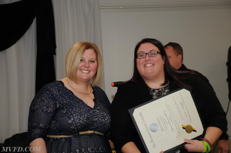 Auxiliary President Molly Colonna presents Karen Gibson with her Length of Service Award for 15 years.