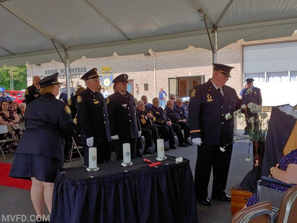 PP/BOD Paul Colonna places the flower in the boot in remembrance of past member St. Clair Hill.